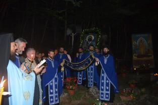 Adormirea Maicii Domnului prăznuită la Mănăstirea Izbuc - Mii de credincioşi în pelerinaj