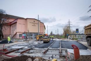 Se demontează stâlpii de înaltă tensiune de pe traseul viitoarei linii de tramvai - Circulaţia rutieră, redeschisă