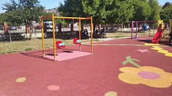 În locurile de joacă din parcurile orădene - Suprafețe cauciucate tip tartan