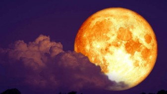 Descoperire a cercetătorilor spațiali - Luna ruginește din cauza Pământului