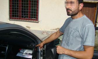 Droguri în torpedo-ul maşinii cu care călătoreau doi turci - Marijuana desoperită la frontieră