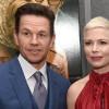 Mark Wahlberg, plătit de o mie de ori mai mult decât partenera sa - Îşi donează onorariul