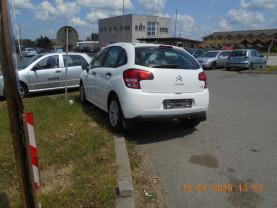 Proprietarii, somați să le mute - Mașini abandonate