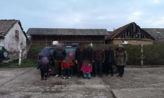 Prinşi de poliţişti în timp ce încercau să treacă graniţa pe jos - Zeci de migranţi opriţi la frontieră