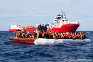 SOS Mediterana despre cele mai recente operaţiuni de salvare - Sute de migranţi culeşi de pe mare