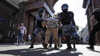 """Protestele din Moscova reprimate dur de forţele de ordine - O acţiune """"justificată"""""""