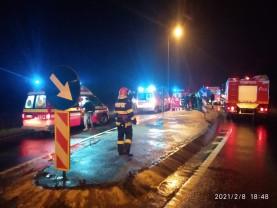 Un șofer în stop cardio respirator a fost descarcerat de pompieri - Accident pe DN79