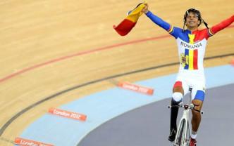 Cât rezistă un ministru pe bicicletă? Eduard Novak se pregăteşte de Olimpiadă
