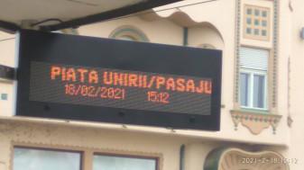 În stațiile mijloacelor de transport în comun - Panouri electronice informative