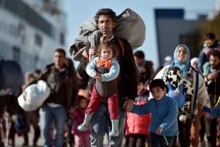 """Papa Francisc - """"Migrația nu va fi rezolvată prin ridicarea de bariere"""""""