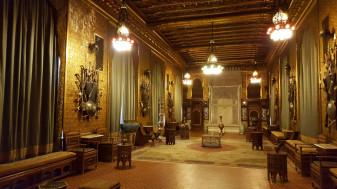 Contractul de închiriere a Castelului Peleș a fost prelungit cu o lună - Îl cumpără, nu-l cumpără?!