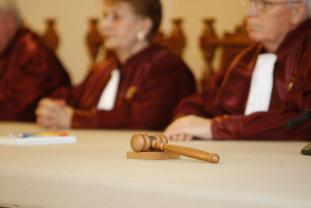 Abrogarea pensiilor speciale, neconstituţională - Nu renunţă la privilegii