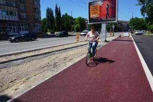 Între Pârâul Peța și strada Meiului - Pistă de biciclete din asfalt roşu
