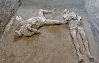 Corpuri de oameni şi cai ce fugeau de erupţia vulcanului - Descoperire excepţională la Pompei
