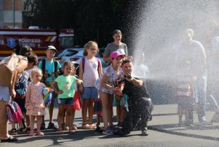 Pompierii militari şi-au deschis porţile pentru copii - Ziua Informării Preventive