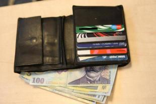Hoț prins de polițiștii din Vadu Crișului - A furat portmoneul din portiera unui Taxi