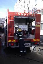 Focul a pornit de la o bucătărie amenajată într-un balcon - Incendiu într-un bloc cu opt etaje