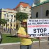 Un bihorean în stradă împotriva pensiilor speciale ale parlamentarilor - Protest inedit în Oradea