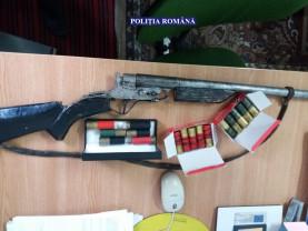 Poliţiştii au descoperit o armă artizanală şi muniţie letală - Doi bărbaţi din Ceica, reţinuţi