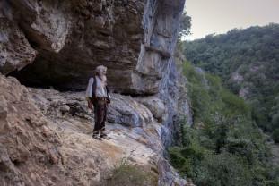 Un bărbat din Serbia locuiește de 20 de ani într-o peșteră din Stara Planina - Pustnicul s-a vaccinat