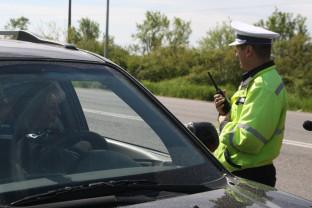 Poliţiştii au verificat mijloacele de transport persoane - Controale în trafic