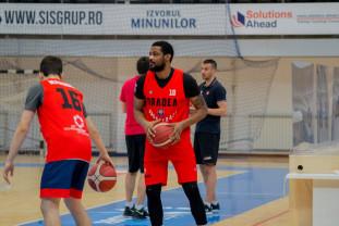 Baschetbaliştii participă la turneul de la Piteşti - Dublă confruntare cu echipe din top patru