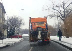 RER a trimis pe străzi 22 de utilaje de deszăpezire - Deszăpeziri în Oradea