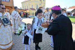 Haieu. După ample lucrări de renovare - Biserica greco-catolică a fost resfințită