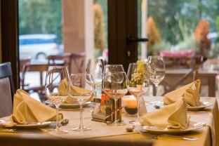 Doar în interior, fără a depăși 30% din capacitatea maximă - Se deschid restaurantele în Oradea