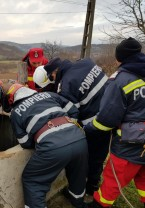 Un copil blocat în casă şi un bărbat căzut într-o fântână au avut nevoie de ajutor - Salvaţi de pompieri