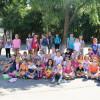Zeci de copii şi tineri orădeni descoperă tainele limbii engleze - Voluntari americani la Oradea