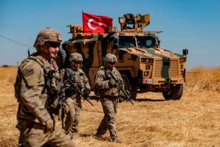 Ankara pregăteşte o ofensivă de amploare contra rebelilor kurzi - Militari turci au intrat în Siria