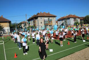 """Ștei. Școala Gimnazială """"Miron Pompiliu"""" - Pentru absolvenți, ultimul clopoțel a sunat la baza sportivă"""