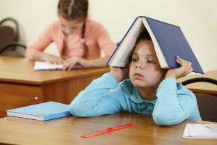 Stresaţi acasă şi la şcoală