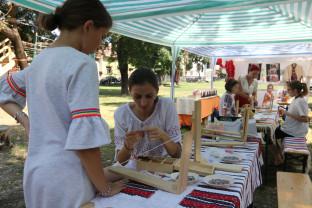 În Parcul Bălcescu - Lume multă și produse tradiţionale