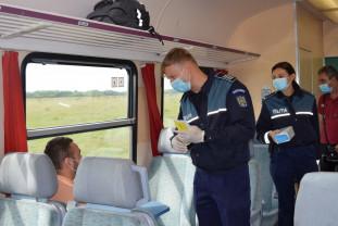 """Polițiștii bihoreni au acționat în gări, în cadrul unei campanii preventive - ,,Selfie-ul pe tren nu ia like-uri, ia vieți"""""""