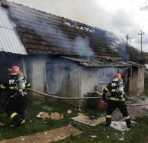O femeie a fost rănită, dar a refuzat transportul la spital - Incendiu în localitatea Tria