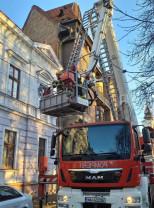 Pompierii bihoreni au intervenit în mai multe localități din județ - Copaci și acoperișuri doborâte de vânt