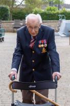 """Un veteran de război de 99 de ani a strâns aproape 2 milioane USD - """"Mâine va fi o zi bună"""""""