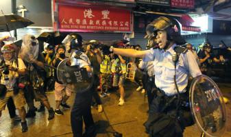 Noi violențe în Hong Kong - Au folosit muniție de război