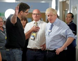 Incident în timpul vizitei la spital - Boris Johnson, luat la rost