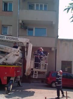 Copil de trei ani blocat în casă, - Salvat de pompieri