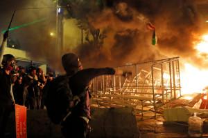 Hong Kong - Protestatarii au folosit săgeți şi cocktailuri Molotov