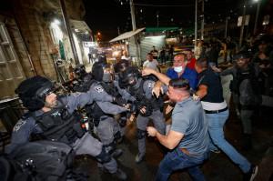 Sute de răniţi în urma confruntărilor din centrul vechi al oraşului - Ierusalim, capitală sub asediu